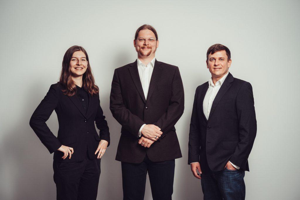 Das Team der Caladan GmbH. Von Links nach Rechts: Chiara Fliegner, Dr. Werner Schäfke-Zell, Dipl.-Inf. Marius Post